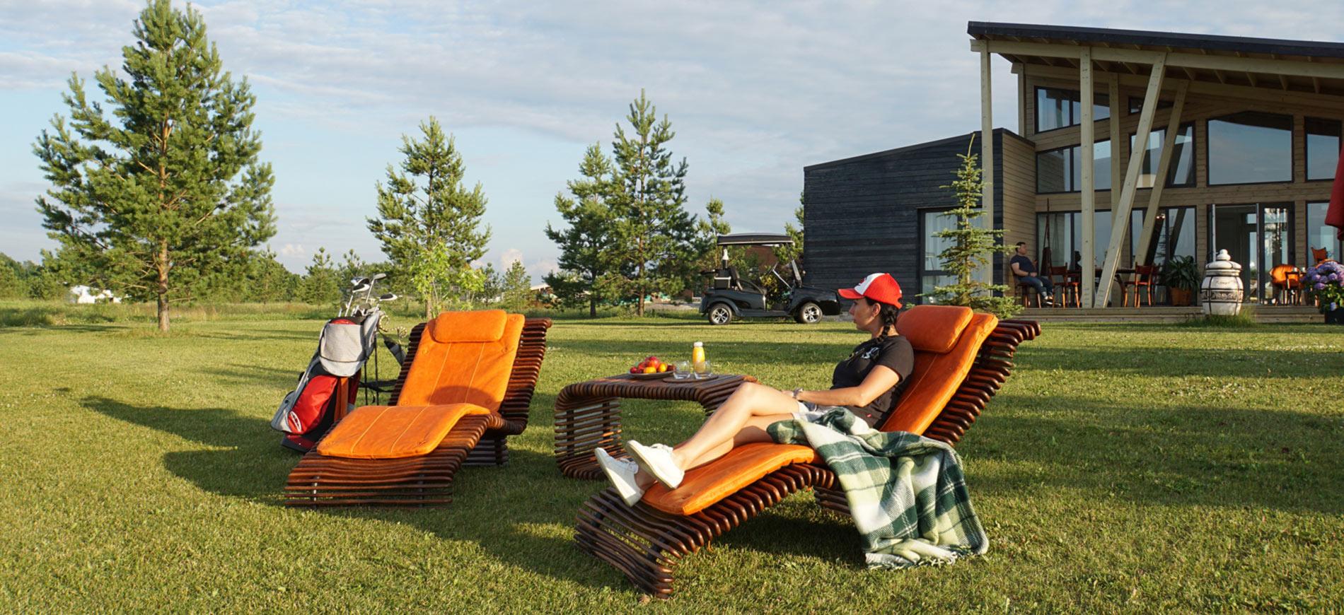 Авторские шезлонги и кресла из массива для отдыха