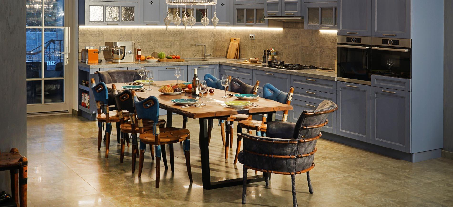 Дизайнерские кожаные стулья и столы из массива